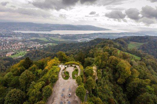 Zürich begeistert Touristen aus aller Welt. (Bild: © e X p o s e - shutterstock.com)