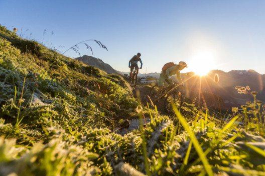 Mountainbiker auf dem WM Trail in Engadin St. Moritz (Bild: swiss-image.ch/Markus Greber)