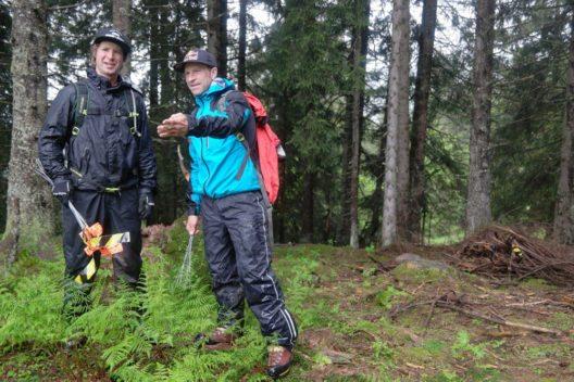 Tom Hey und René Wildhaber definieren die Linienführung. (Bild: Bergbahnen Flumserberg AG)