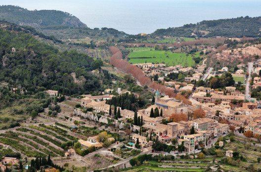 Das traditionelle Dorf Valldemossa (Bild: fincallorca)
