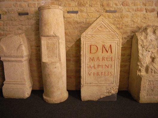 Römische Inschriften (Bild: Lysippos, Wikimedia, CC)