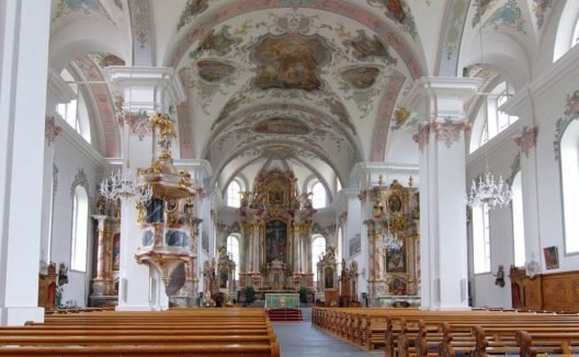 Pfarrkirche St. Peter and Paul in Sarnen, Innenraum (Bild: Mussklprozz, Wikimedia, CC)