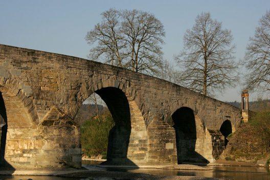 Historische Brücke über die Thur (Bild: Roland Zumbühl, Wikimedia, CC)