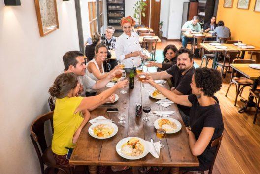 Zu gutem Essen gehören auch immer passende brasilianische Getränke (Bild: GetYourGuide)