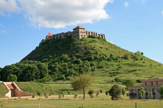 Burg Sümeg (Bild: Peter Stehlik, Wikimedia, CC)