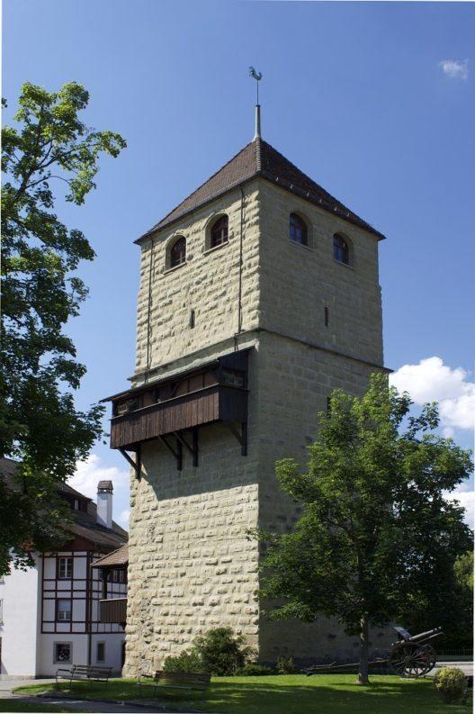 Der Pulverturm war einst ein Eckpfeiler der Stadtbefestigung. (Bild: © Minnou, Wikimedia, CC BY-SA 3.0)