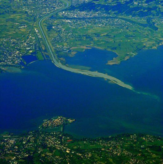 Rheinmündung im Bodensee: Diepoldsau und Alter Rhein (Bild: MatthiasKabel, Wikimedia, GNU)