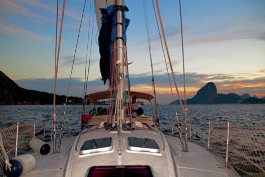 Bootsfahrt entlang der Küste (Bild: GetYourGuide)