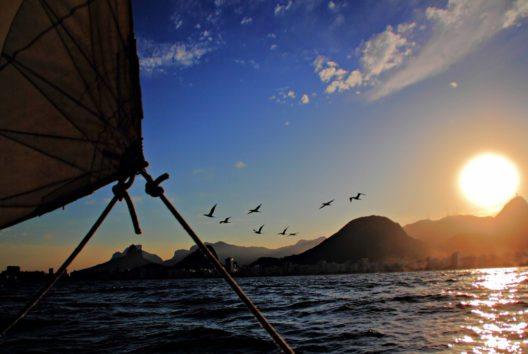 Auf den ruhigen Gewässern der Guanabara Bay (Bild: GetYourGuide)