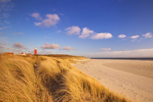 Touristen jönnen sich auf lange Sandstrände freuen. (Bild: © Sara Winter - shutterstock.com)