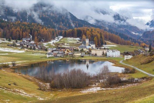 Schloss Tarasp diente in der österreichischen Ägide wegen seiner prekären geografischen Lage als Grenzfestung. (Bild: © Vogel - shutterstock.com)