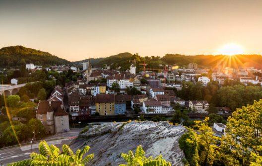 Baden und die Limmat (Bild: Oscity – Shutterstock.com)