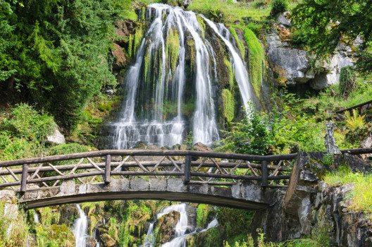 Wasserfall bei Beatushöhlen (Bild: Michael Thaler – Shutterstock.com)