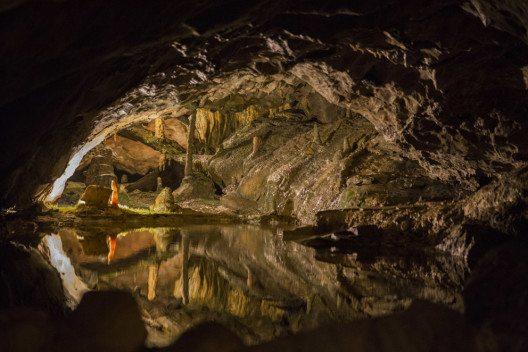 Die Beatushöhlen sind ein System von Tropfsteinhöhlen. (Bild: Ph0neutria – Shutterstock.com)