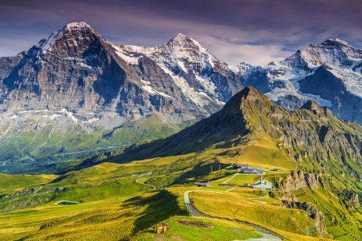 Das Bergpanorama mit Eiger, Mönch und Jungfrau. (Bild: Gaspar Janos – Shutterstock.com)