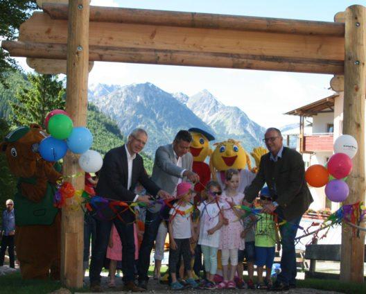 """Zum Start in die Sommersaison 2016 wurde """"Murmels Wasserwelt"""" feierlich eröffnet. (Bild: Kinderhotel Oberjoch)"""
