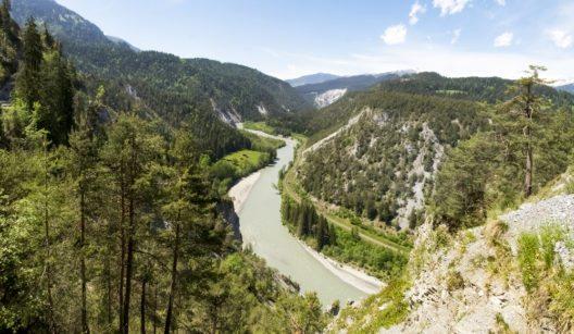 Heute bildet die Rheinschlucht ein äusserst attraktives landschaftliches Ausflugsziel. (Bild: © Mor65_Mauro Piccardi - shutterstock.com)