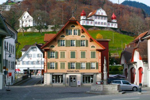 "Sarnens ""gute Stube"" ist der Dorfplatz. (Bild: Stefano Ember – Shutterstock.com)"