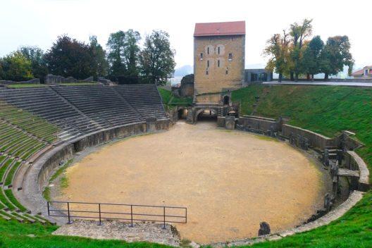 Das Amphitheater wird auch heute genutzt. (Bild:  Ivan Pavlov – Shutterstock.com)
