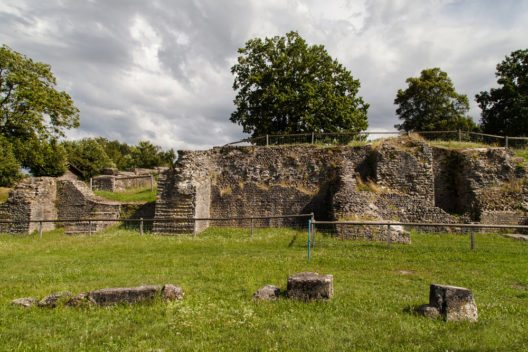 Die Amphitheater-Reste (Bild: Santi Rodriguez – Shutterstock.com)