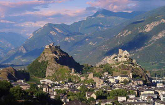 Schloss Tourbillon auf dem gleichnamigen Berg ist heute nur noch Ruine. (Bild: © Haidamac - shutterstock.com)