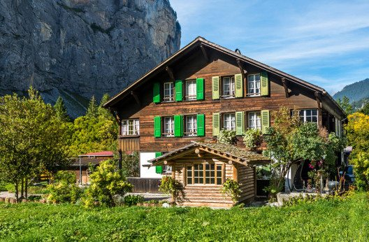 Idyllisches Ferienort Wilderswil (Bild: Boris-B – Shutterstock.com)
