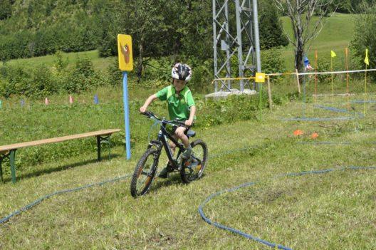 Spielerisch Radfahren lernen im Abenteuerland Biken (Bild: Tourismusverband Tannheimer Tal)