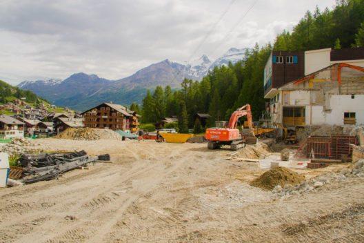 Die Baustelle der Spielboden Talstation (Bild: Saastal Marketing)