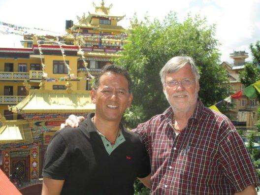 Wolfgang Nairz und Tashi Tenzing bei gemeinsamen Hilfsprojekten in Nepal (Bild: © TVB Pitztal)