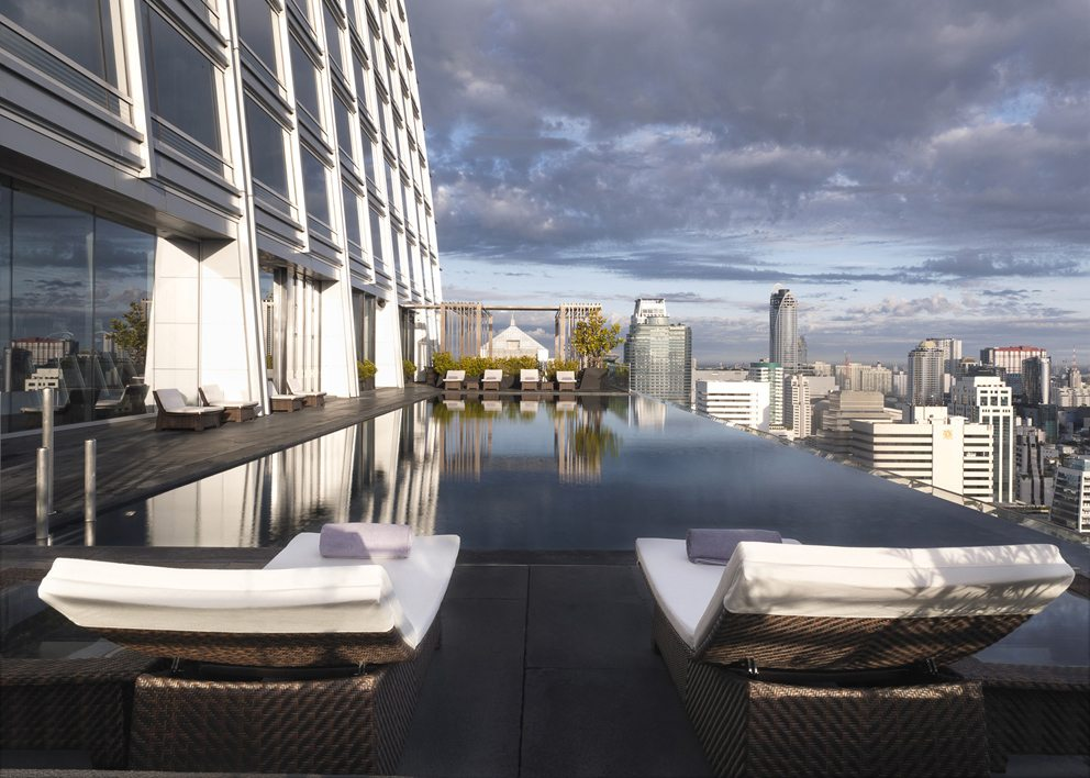 die sch nsten rooftop pools der welt. Black Bedroom Furniture Sets. Home Design Ideas