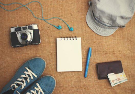 Check- und Packliste für Wanderungen. (Bild: © Marie Maerz - shutterstock.com)