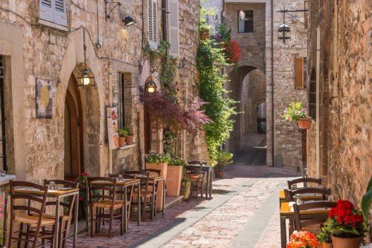 Typisch italienisches Restaurant in der alten Gasse. (Bild: © BLS AG)