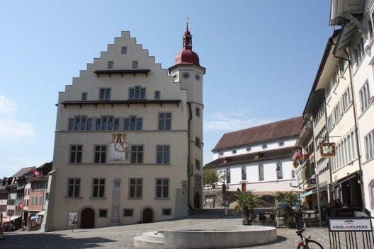 Rathaus Sursee (Bild: WES1947, Wikimedia, CC)