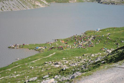 Am letzten Sonntag im Juli wird die ruhige Landschaft rund um den Daubensee plötzlich sehr lebendig.