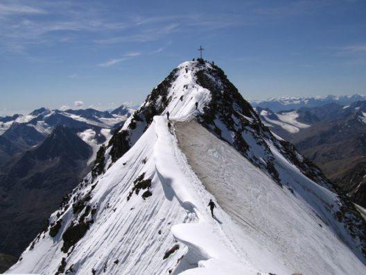 Wandern am Dach Tirols: Die Wildspitze im Pitztal auf 3.774 Meter (Bild: © TVB Pitztal)