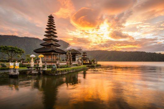 Bali mit jahrhundertealten Tempelanlagen (Bild: © Zephyr_p - shutterstock.com)