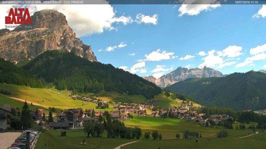 Colfosco - Blick auf die Berge Sassongher und Lavarela (Bild: © Dolomiti SuperSummer)