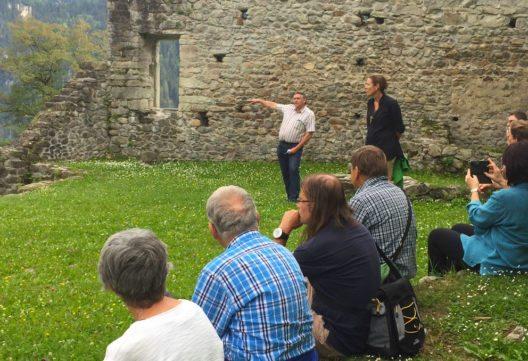 mira!cultura Ortsführung: Macht&Ohnmacht Waltensburg 2016 (Bild: Surselva Tourismus AG)