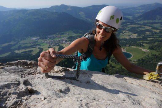 Der EDELRID-Klettersteig ist für erfahrene Routengeher und sportliche Anfänger geeignet.