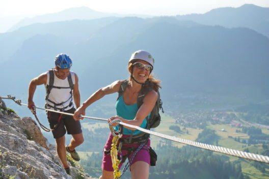 """Ein unvergessliches Erlebnis und ein faszinierendes Alpenpanorama – das bietet der """"EDELRID-Klettersteig""""."""