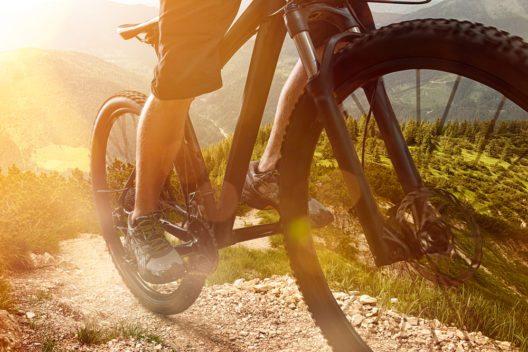Mountainbiker sind wichtig für den Bündner Übernachtungstourismus. (Bild: © lassedesignen - shutterstock.com)