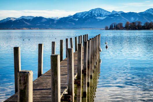 Der Chiemsee (Bild: FooTToo – Shutterstock.com)