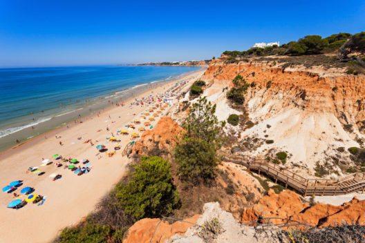 Portugal - Falesia Beach in Albufeira (Bild: © saiko3p - shutterstock.com)