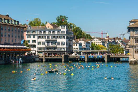 Limmatschwimmen, Zürich (Bild: © dvoevnore - shutterstock.com)