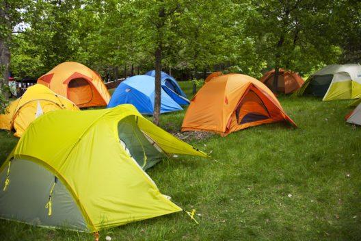 Camping in der Schweiz leidet unter der starken Währung. (Bild: © Claude Beaubien - shutterstock.com)