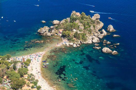 Italien - Isola Bella, Taormina (Sizilien) (Bild: © loneroc - shutterstock.com)