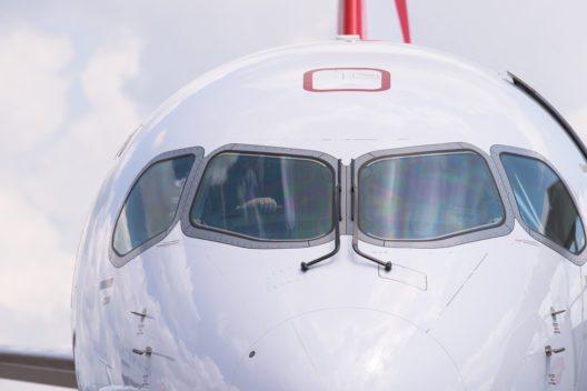 SWISS startet den Linienbetrieb mit der Bombardier CS100. (Bild: © Thor Jorgen Udvang - shutterstock.com)