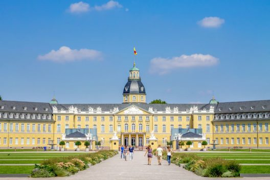 Das Karlsruher Schloss (Bild: LaMiaFotografia – Shutterstock.com)