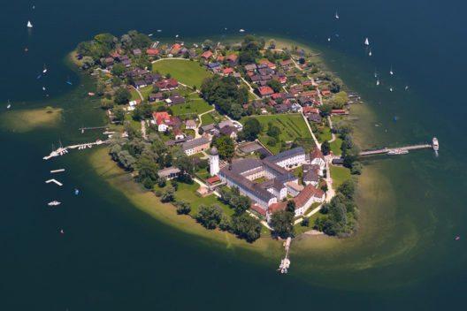 Chiemsee, Fraueninsel (Bild: megula – Shutterstock.com)