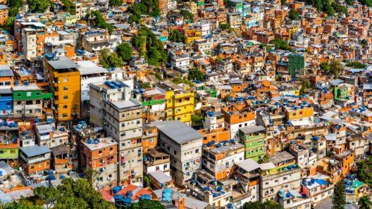 Rio's Rocinha favela (Bild: © mandritoiu - shutterstock.com)